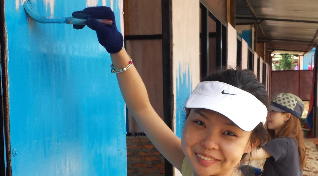 A volunteer is renovating the local classroom during her Building Project in Nepal